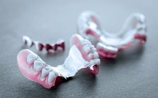 Herausnehmbarer Zahnersatz – Teleskopkronen und Geschiebeprothesen