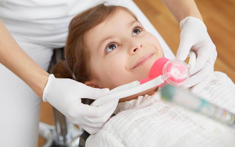 Lachgas oder Vollnarkose bei Kindern